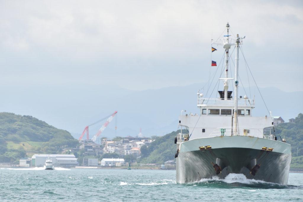 沖縄へ車両輸送中の船